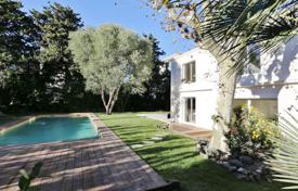 Luxury 4 bedroom houses for sale in Côte d'Azur (French Riviera). Refurbished villa — Close to Salis beach