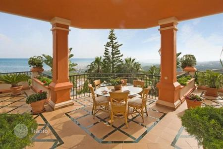 Luxury property for sale in Benalmadena. Luxury villa with fantastic sea views. Located in a gated community with 24h security in a privileged and quiet area