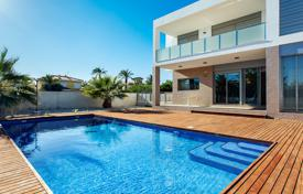 Coastal houses for sale in Costa Blanca. 6 bedroom luxury style villa with private pool 300 metres from the sea in Orihuela Costa