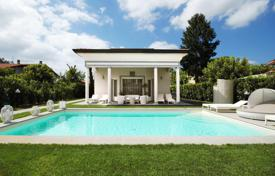 Luxury houses with pools for sale in Lucca. Villa – Forte dei Marmi, Tuscany, Italy