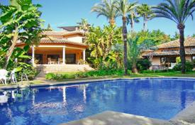 Luxury houses with pools for sale in Malaga. Villa for sale in Guadalmina Baja, San Pedro de Alcantara