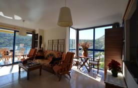 Apartments with pools by the sea for sale in Benidorm. Cozy apartment with a terrace and sea views in a residence with a pool, near the beach, Benidorm, Costa Blanca, Spain
