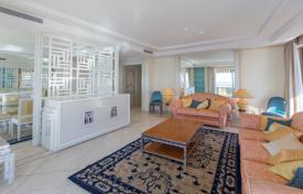 Luxury 3 bedroom apartments for sale in Provence - Alpes - Cote d'Azur. Exclusive seaview apartment in a luxurious residential estate on the promenade with two pools, an elevator and a concierge, Nice, France