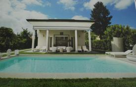 Luxury houses for sale in Lucca. Villa – Forte dei Marmi, Tuscany, Italy