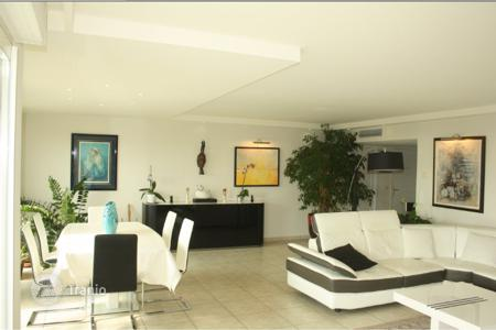 Coastal apartments for sale in Antibes. Apartment – Antibes, Côte d'Azur (French Riviera), France