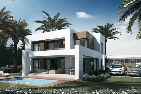 Property for sale in El Paraíso. Modern villas in El Paraíso, Spain. New residential complex with a garden, swimming pools and golf courses