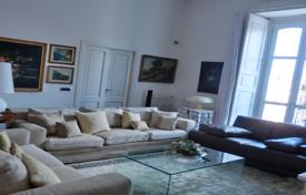 Property for sale in Campania. Duplex apartment in a historic building, in the city center, Massa Lubrense, Italy