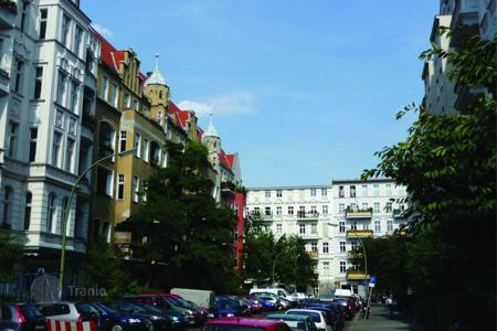 Apartments for sale in Schöneberg. Two-bedroom apartment in a historic building, in a prestigious district of Berlin — Schöneberg