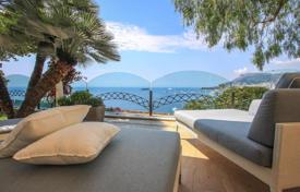 Houses for sale in Roquebrune — Cap Martin. Superb villa overlooking the Principality of Monaco to Cap-Martin