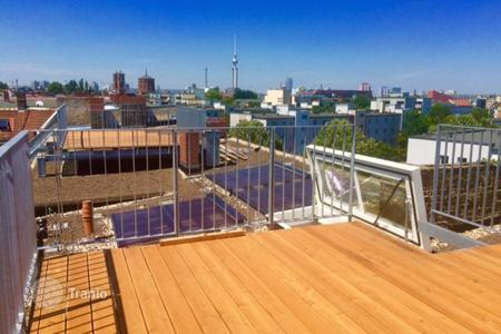 Property for sale in Kreuzberg. New two-level penthouse with large terraces on the roof, on the top of a 1900-built house, Kreuzberg, Berlin