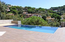 4 bedroom houses by the sea for sale in Catalonia. Villa – Lloret de Mar, Catalonia, Spain