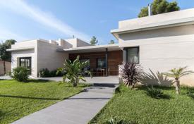Luxury 5 bedroom houses for sale in Costa del Garraf. Comfortable villa with a guest house, a garden and a garage, close to the beach, Castelldefels, Spain