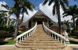 Luxury houses for sale in Kwale. This unique Villa is situated in Diani Beach, Mombasa, Kenya, on the shores of the Indian Ocean