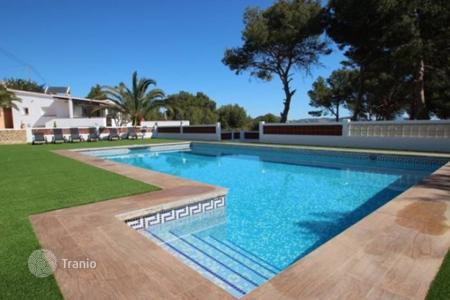 Houses with pools for sale in Costa Blanca. Elegant villa with sea views in Calp, Alicante, Costa Blanca
