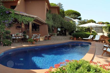 Luxury 4 bedroom houses for sale in Tossa de Mar. Villa – Tossa de Mar, Catalonia, Spain