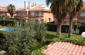 Townhouses for sale in Tarragona. Townhouse with swimming pool, Cambrils, Spain