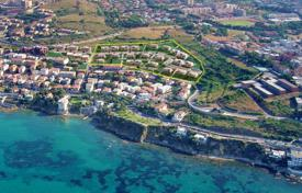 Coastal property for sale in Tuscany. PRESTIGIOUS VILLA WITH A SWIMMING POOL AND A FANTASTIC VIEW OVER THE ISLAND OF ELBA – PIOMBINO