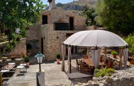 Residential for sale in Majorca (Mallorca). Historic estate with a large plot and a swimming pool, Pollenca, Spain