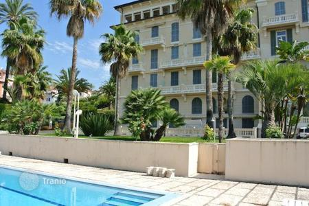 Luxury apartments with pools for sale in Italy. Luxury apartment in Bordighera, Liguria