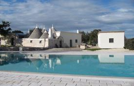 Houses with pools for sale in Martina Franca. Villa – Martina Franca, Apulia, Italy