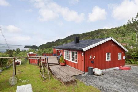 Houses for sale in Norway. Spacious cottage on the beach near the town of Kristiansund, Western Norway