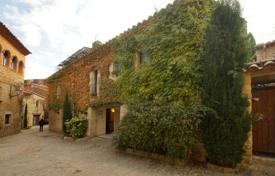 4 bedroom houses for sale in Spain. Exclusive house in the center of the village of Peratallada, Forallac, Spain