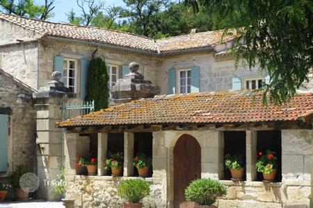 Residential for sale in Tarascon. Prestigious domain near Arles