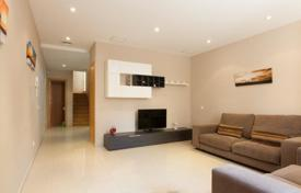 3 bedroom houses for sale in Barcelona. Two-storey house with a terrace in Barcelona, Spain