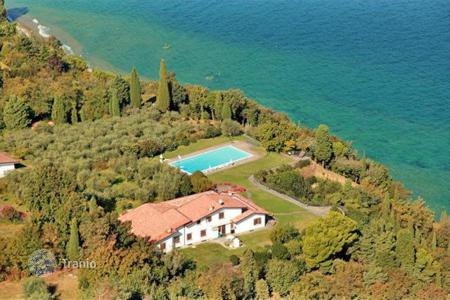 Coastal residential for sale in Veneto. Villa – Garda, Veneto, Italy