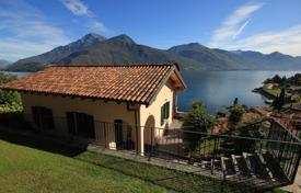 3 bedroom houses for sale in Lombardy. House on Lake Como Menaggio around