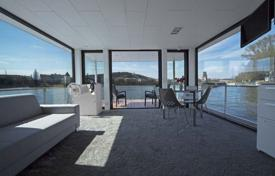 Apartments for sale in Brandenburg. Houseboat apartment with a spacious terrace, 20 minutes drive from Berlin, Hennigsdorf, Germany. High rental potential!