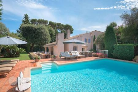 Coastal property for sale in Antibes. Villa - Antibes, Côte d'Azur (French Riviera), France