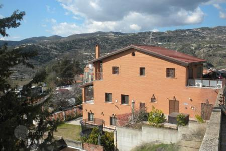 Property for sale in Trimiklini. Six Bedroom Detached House