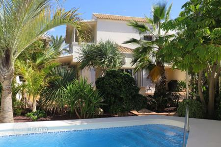 4 bedroom houses for sale in Canary Islands. Villa – Los Cristianos, Canary Islands, Spain