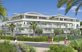 Spacious equipped apartments in a new residence with a marina and a shopping center, near the beach and the port, Villeuneuve-Loubet, France for 558,000 €