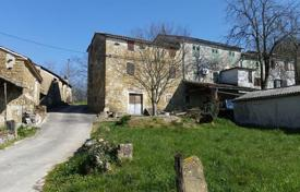 Property for sale in Motovun. House Old Istrian house with beautiful view of Motovun