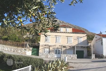 Coastal residential for sale in Dubrovnik. Townhome - Dubrovnik, Croatia