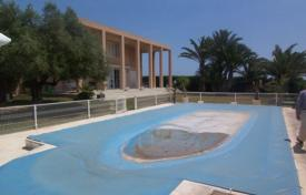 Luxury 4 bedroom houses for sale in Alicante. Villa of 4 bedrooms with private pool and terrace in Orihuela Costa