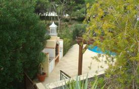 Coastal houses for sale in Faro. Villa – Faro, Portugal