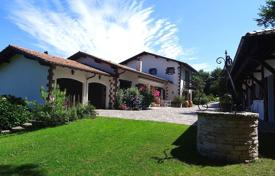 Houses for sale in Ascain. Two-level villa with a pool and a garden in Ascain, Aquitaine, France