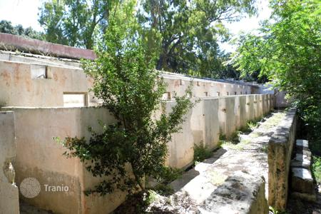 Residential for sale in Ugento. Ruins of a historic estate with a chapel, a large plot, a forest, and a vineyard, Ugento, Italy