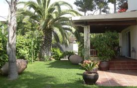 Luxury 4 bedroom houses for sale in Sitges. Beautiful villa in one of the most exclusive area in Sitges