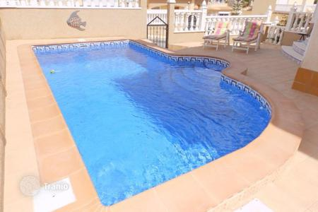 Townhouses for sale in Alicante. Quad with private pool