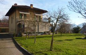 Property for sale in San Bernardino Verbano. Bright villa with a terrace, a fountain and a garden, San Bernardino Verbano, Piedmont, Italy