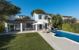 Residential for sale in Villeneuve-Loubet. Close to Nice — Villa in a secured domaine