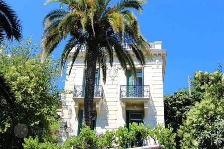 4 bedroom houses for sale in Nice. Magnificent villa in Parc Imperial