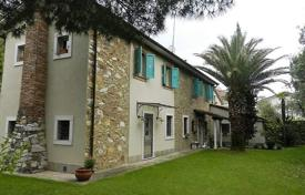 Renovated villa with a garden and a parking in Marina di Pietrasanta, Tuscany, Italy for 990,000 €