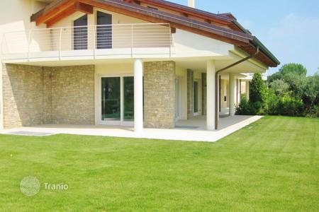 3 bedroom houses for sale in Veneto. Villa – Garda, Veneto, Italy