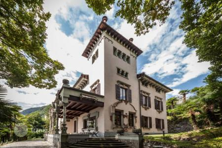 Houses with pools for sale in Lombardy. The historic manor house with a lush garden and panoramic views of Lake Como, Lombardy
