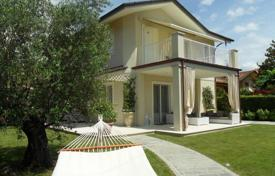 4 bedroom houses for sale in Forte dei Marmi. Two-level villa with garden and patio in Forte dei Marmi, Tuscany, Italy